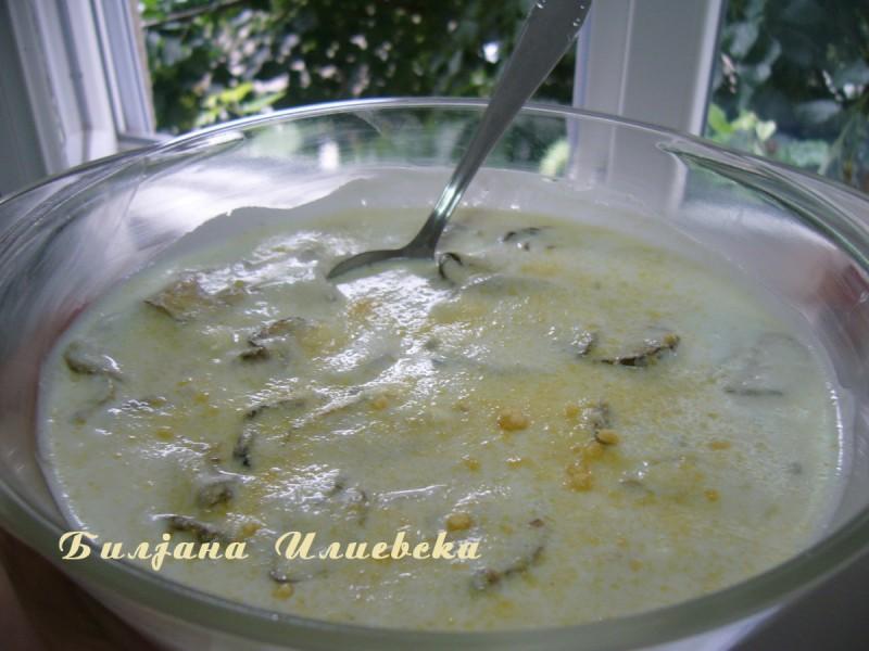 Освежувачка салата со тиквиња и кисело млеко
