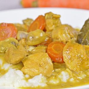 Видео рецепт: Бавно готвено Kари со свинско и пилешко