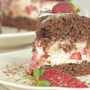 Видео рецепт: Торта со јагоди и чоколадо