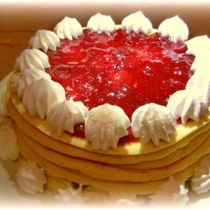 Палачинка торта со јагоди