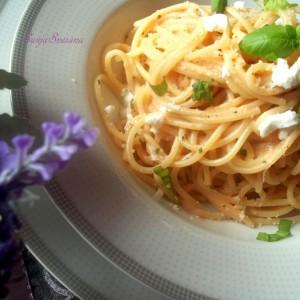 Шпагети со ладен сос од рикота и домати