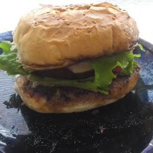 Хамбургер по мој вкус (со карамелизиран кромид)