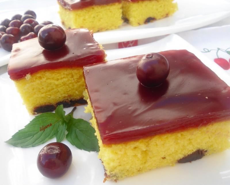 Освежителен колач со вишни