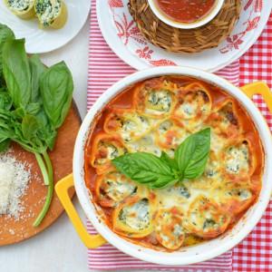 Паста ротоло со спанаќ и сос од домати