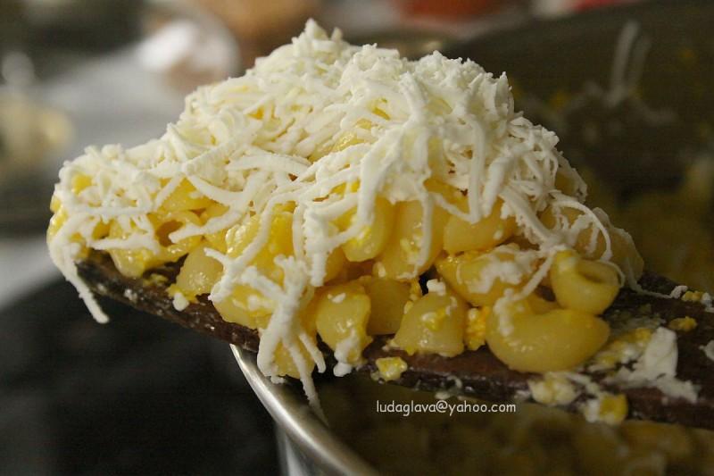 Најбрзите макарони со јајца и сирење