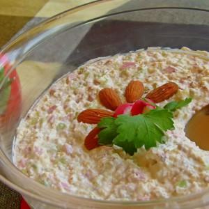 Македонска салата со бадеми