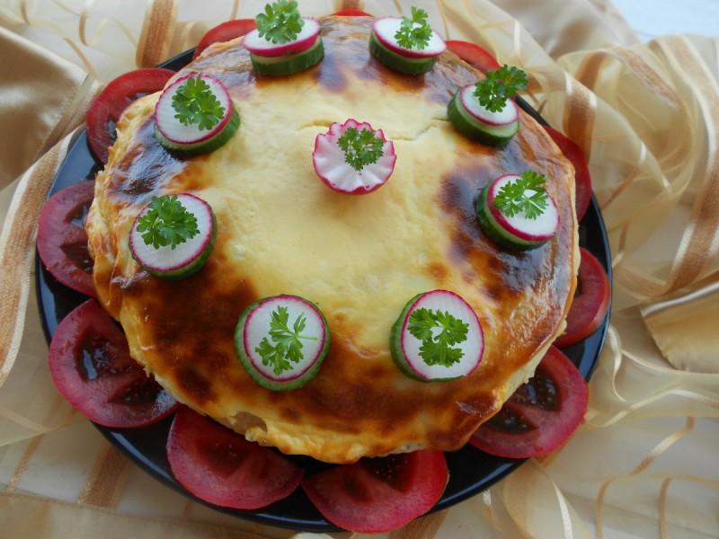 Гратинирана солена торта од тестенини и палачинки