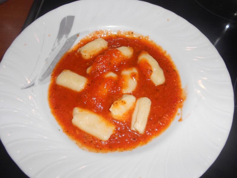 Њоки во сос од црвени домати