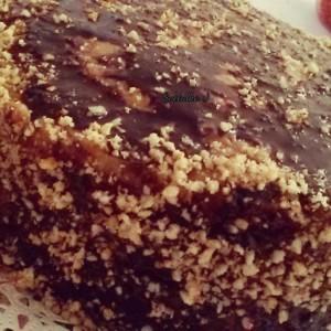 Посна торта со крем од урми