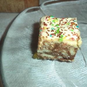 Бисквитна желе торта (без печење)