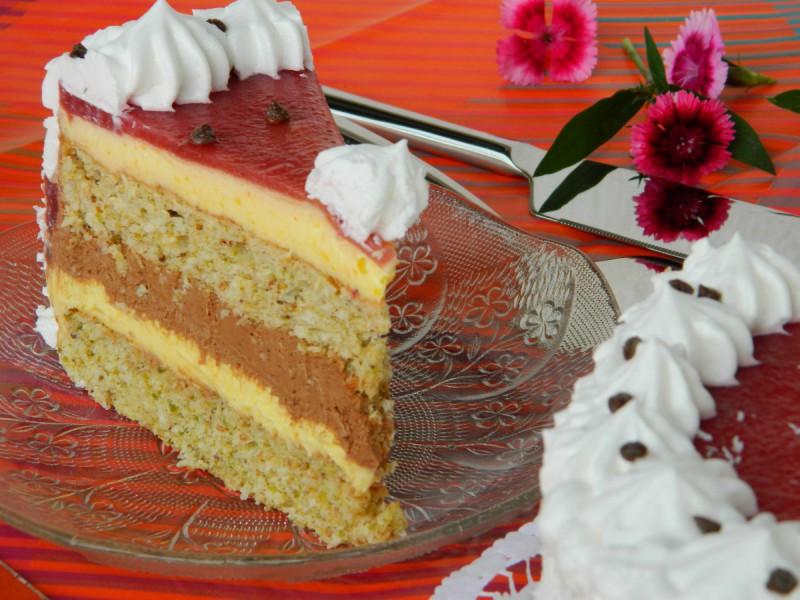 Торта со фстаци и кокос