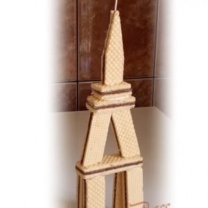Ајфелова кула од наполитанки (декорација)