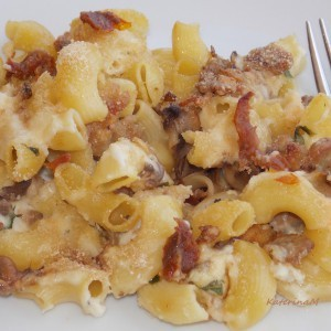 Запечени макарони со шампињони и суви домати