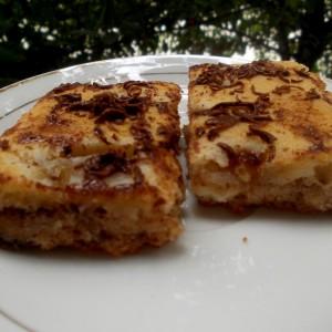 Посен колач со урми и праски