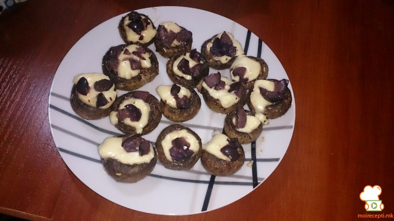 Полнети печурки со зденка и маслинки