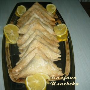Тригони со мелени бисквити и јатки