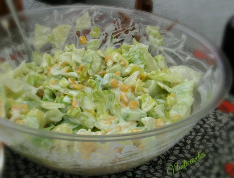 Мешана салата со марула и кисело млеко