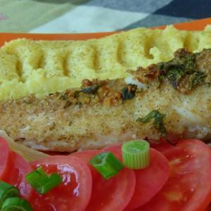 Риба ослич со лук и магдонос