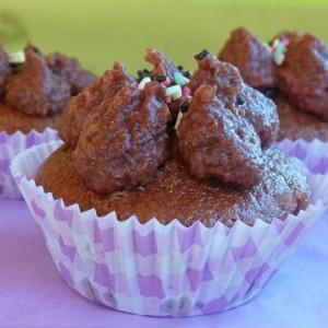 Слатки мафини со фил од ореви (посно)