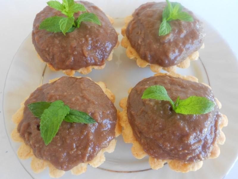 Кошнички од тесто полни со чоколаден фил