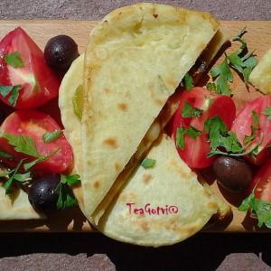 Италијанска пиадина со тиквички и кашкавал