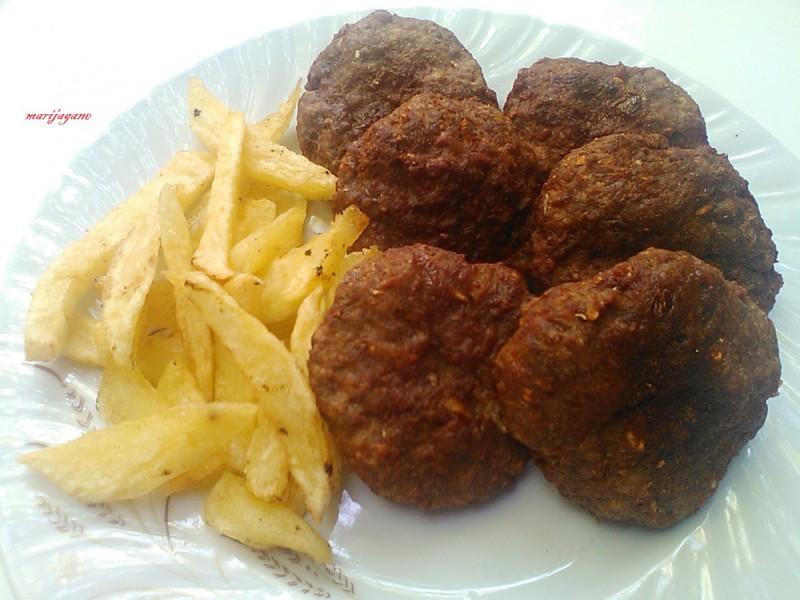 Плескавици со мелено месо и црн патлиџан