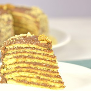 Видео рецепт: Торта со бисквит кори и чоколаден фил