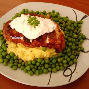 Похуван пилешки стек со грашок и пире од компири
