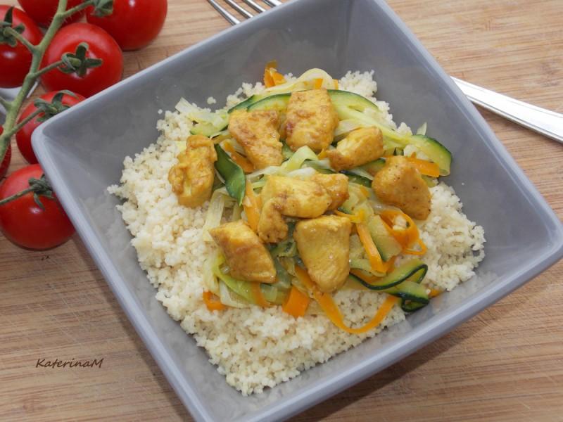 Кус кус со пилешко и зеленчук