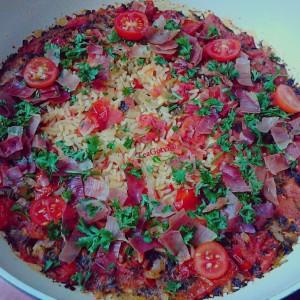 Шпански ориз со пржена сланина