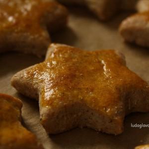 Крекер ѕвездички со сирење (или урда) и кисело млеко