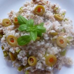 Пржен ориз со туна и маслинки