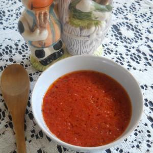 Домашен кечап со сенф и зачини (салца)