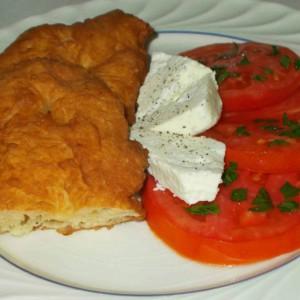 Вкусни мекици со млеко и јајца (Лангиди)