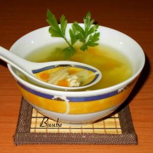 Домашна пилешка супа со шпагети