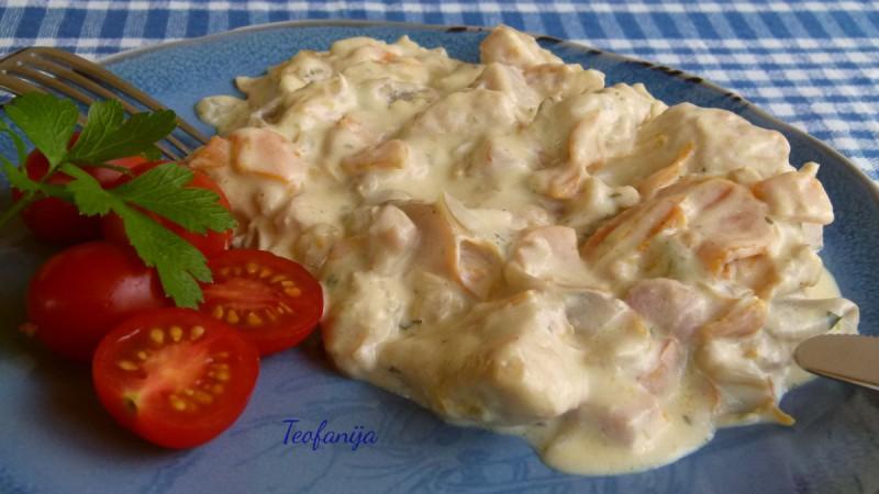 Пилешко со печурки во павлака