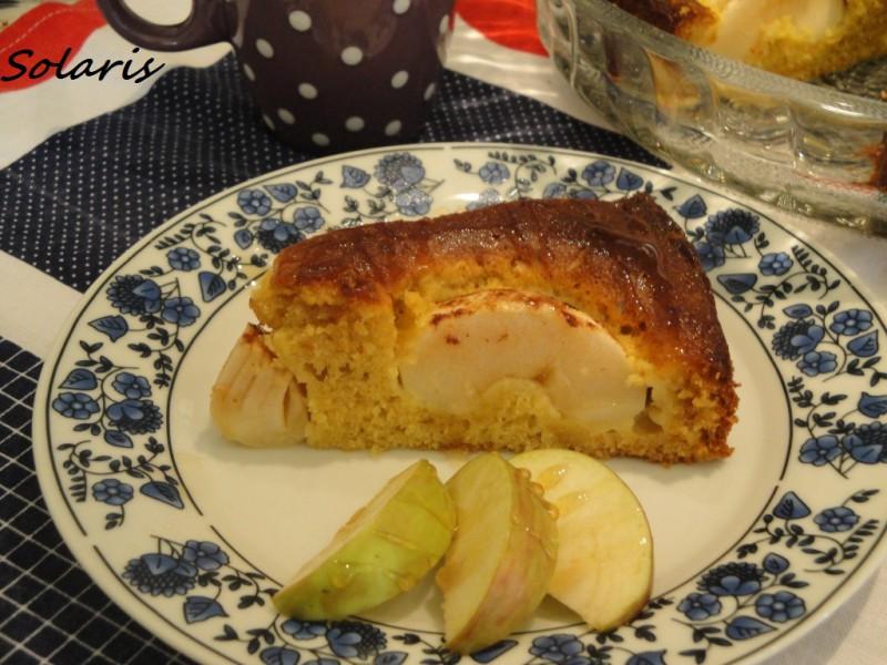 Потопени јаболка во меден колач