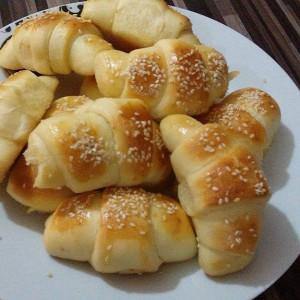 Домашни кифлички со зденка и маслинки