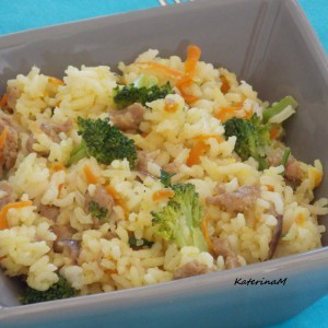 Ориз со колбаси и брокула