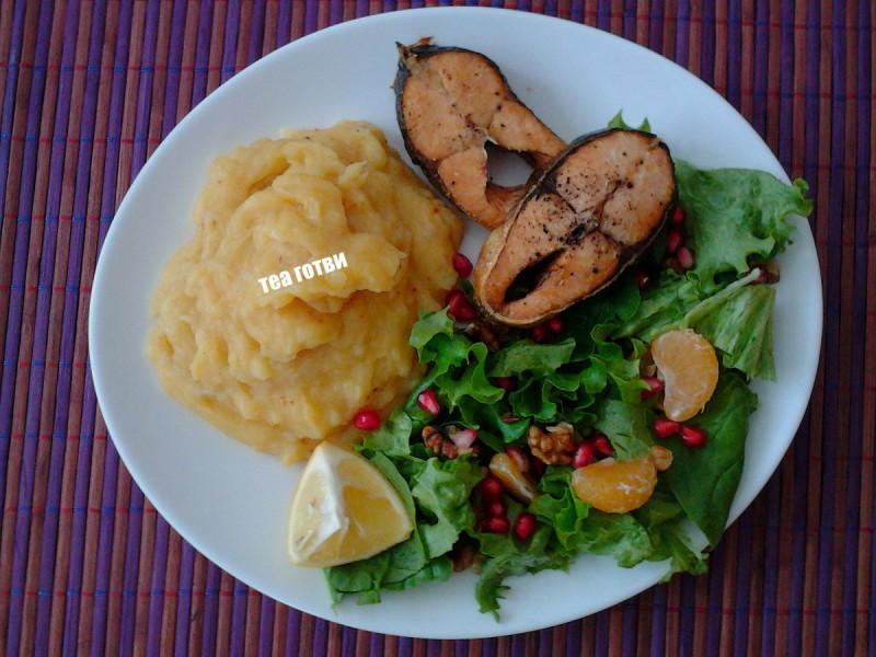 Лосос со пире од компири и моркови