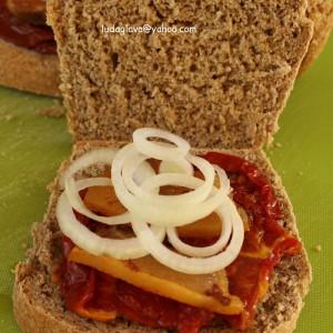 Совршен сендвич со домашен интегрален леб