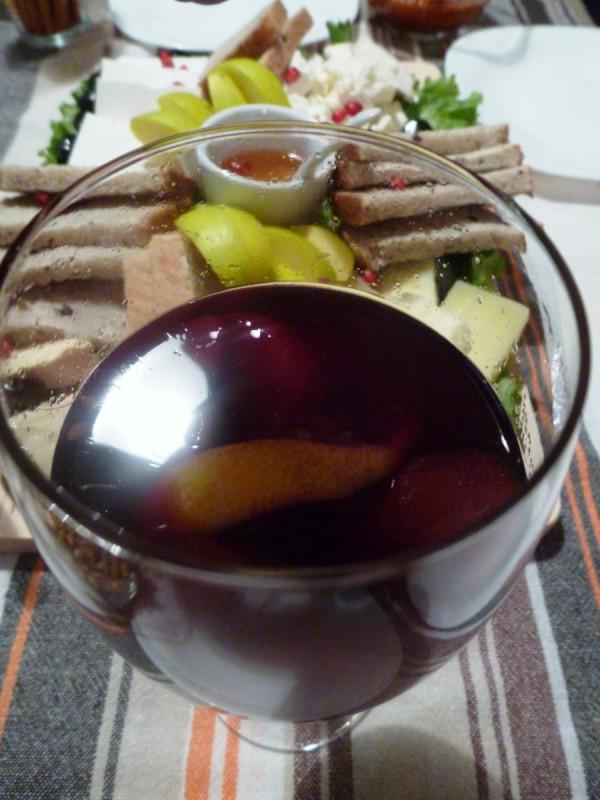 Варено вино со овошје