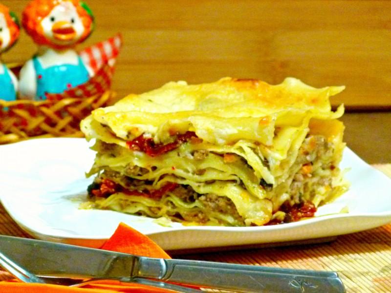Лазањи со печурки, моцарела и сушени домати