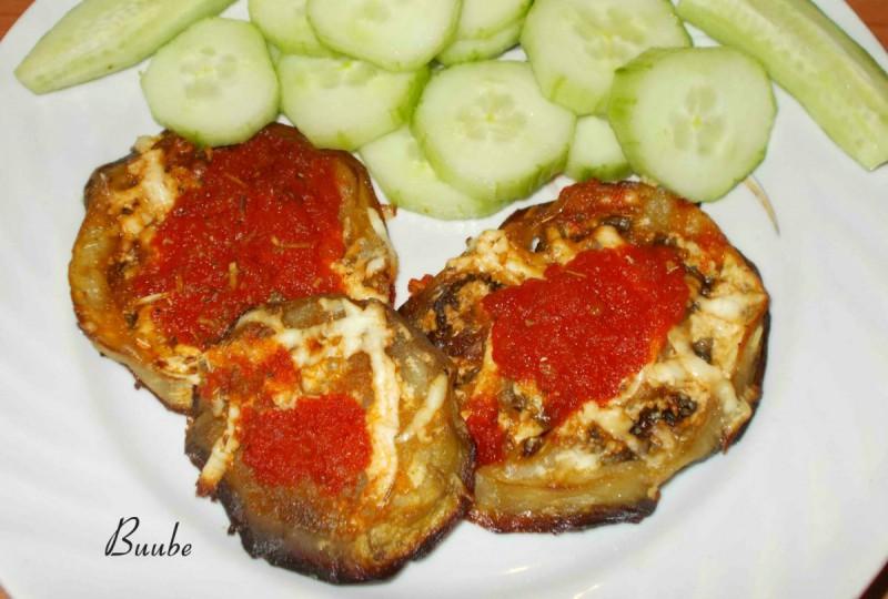 Црни патлиџани со доматно пире
