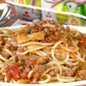 Шпагети со болоњезе сос