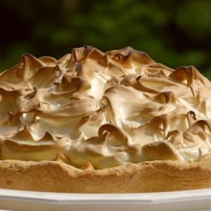 Пуслица торта со јаболка и лимета