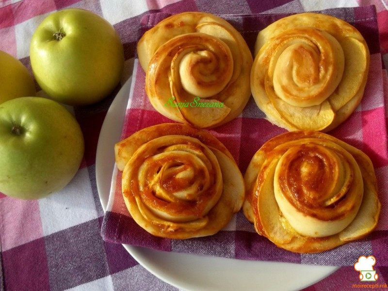 Цветови со јаболка и мармалад