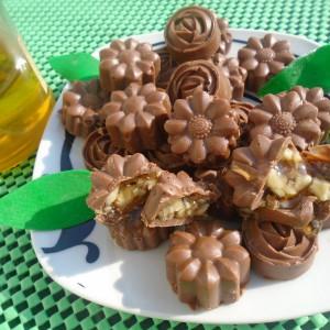 Пралини полнети со мед и ореви