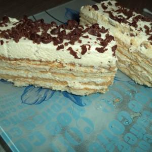 Брза торта со бело чоколадо, бисквити и пудинг