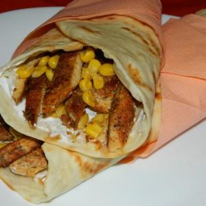 Тортиљи со зачинето пилешко и пченка